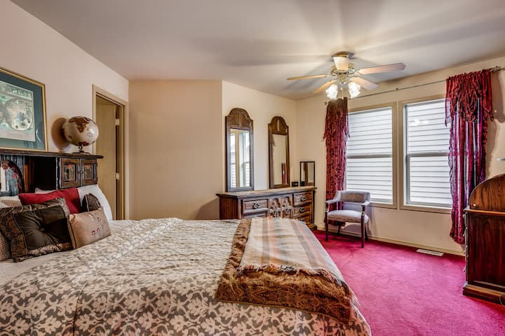 Walnut Suite @ Gorgeous Redmond Ridge Home