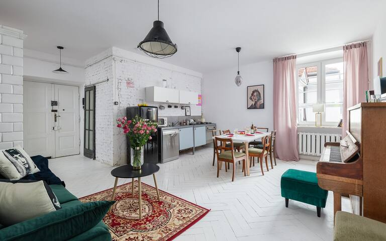 The living room creates a shared space with a fully equipped kitchenette, ideal for cooking together.