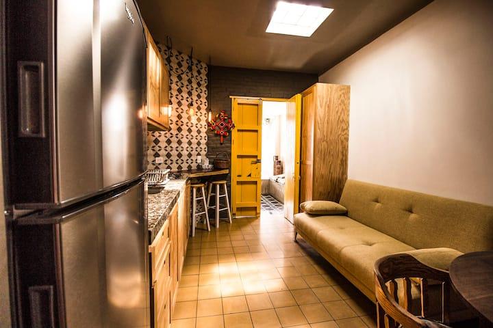 Casa Morelos Uno6Nueve Suite/Departamento Amarillo