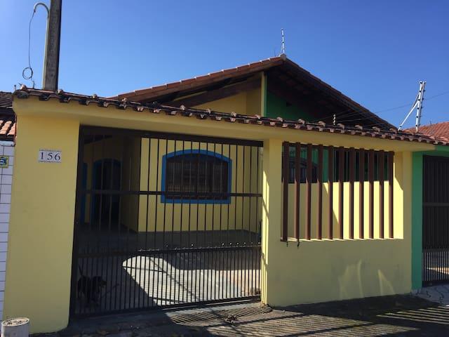 Casa linda perto do praia com ar condi. e wifi