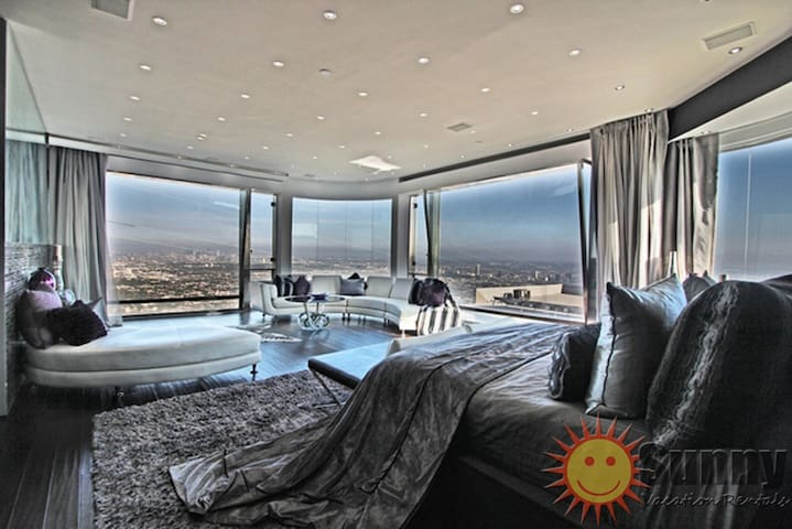 Hollywood Hills Modern 5BR w/ BEST CITY VIEW IN LA - Los Angeles - Huis