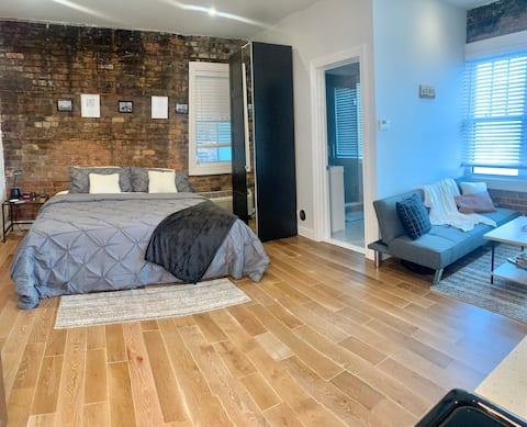 Renovated Midtown Apartment | King Bed + Fast Wifi