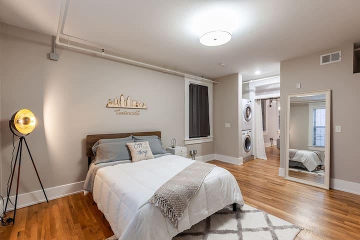 large bedroom w/ a queen size memory foam mattress