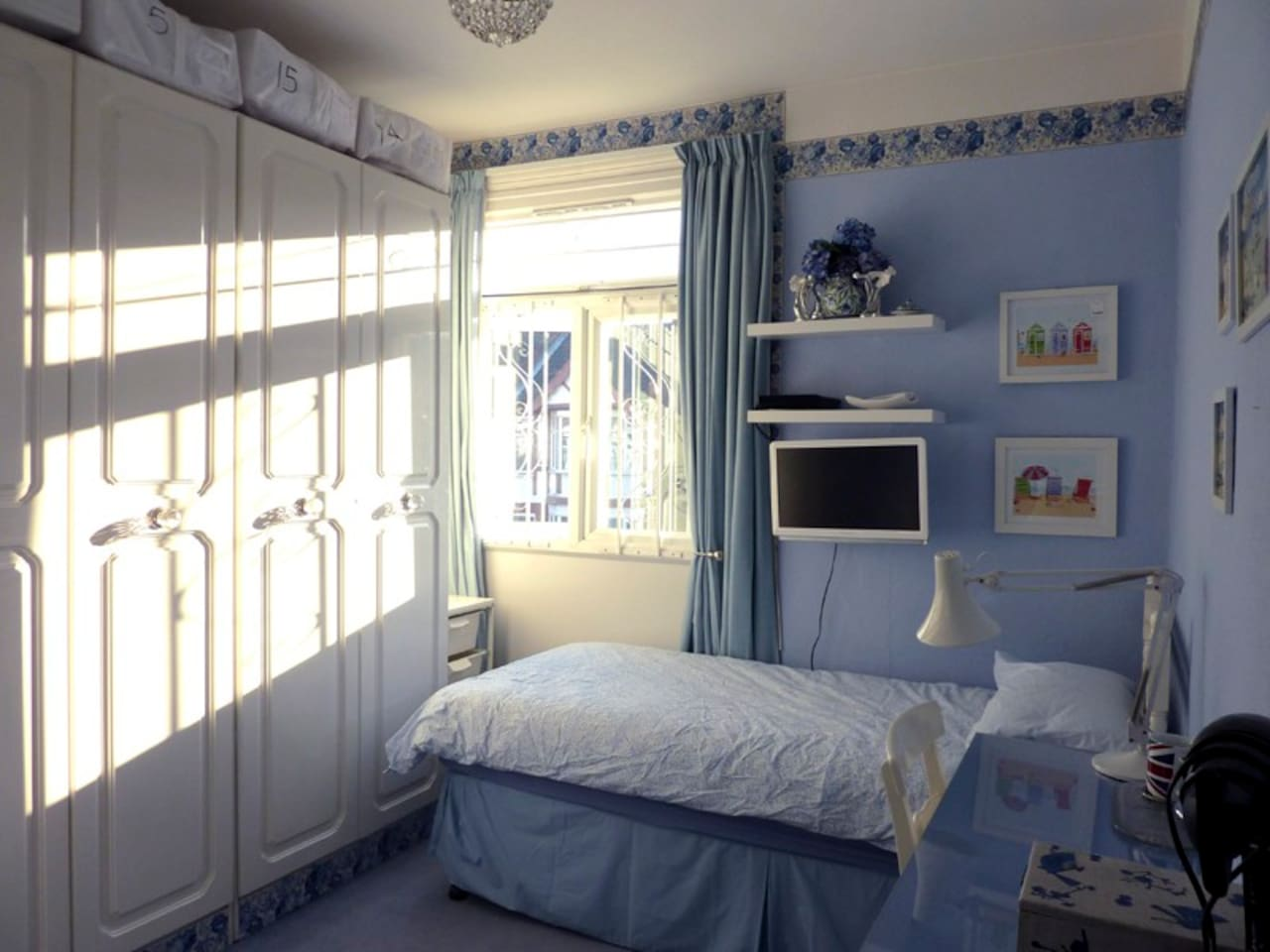 Lovely sunny 'blue' single room