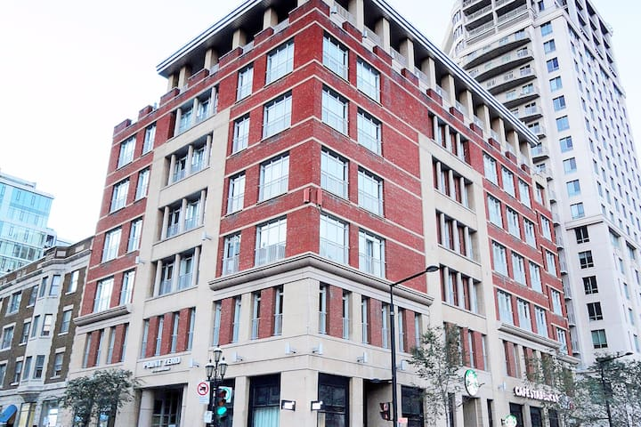 Well-groomed 1BR in Downtown Golden Square Mile