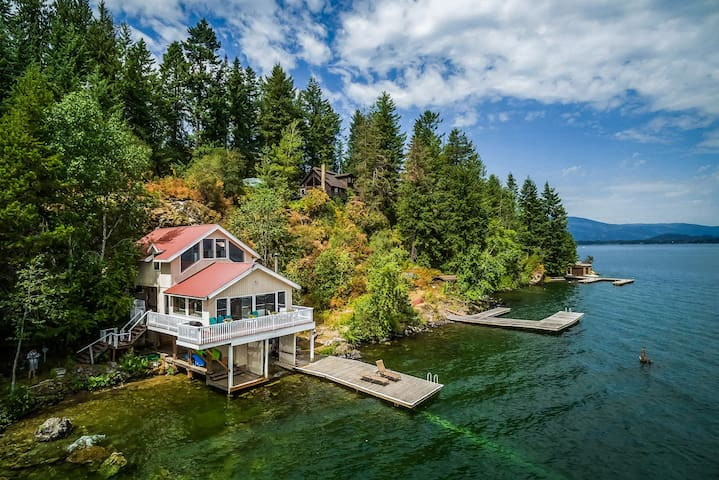 Beautiful, dog-friendly home on the lake w/private hot tub & dock!