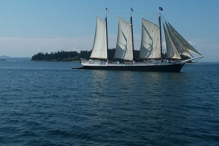 Come sailing on the Schooner VICTORY CHIMES!