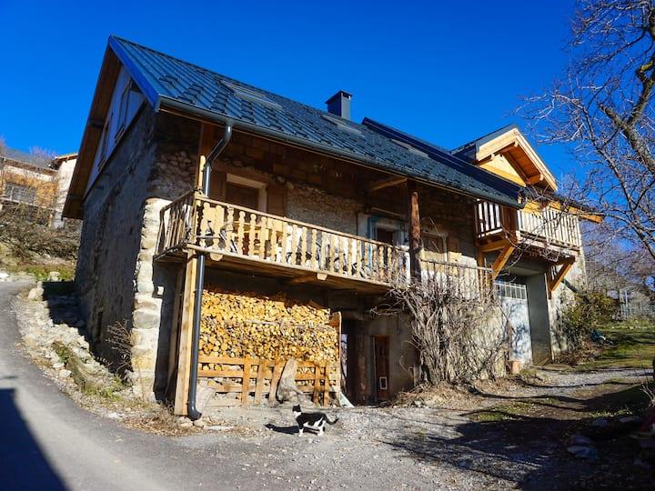 Chez Amber - Cosy Mountain Hideaway