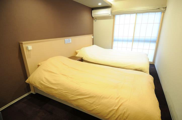 HIZ HOTEL京都二条城★105★綺麗な京町家★家庭式な部屋★地下鉄駅が3つあり