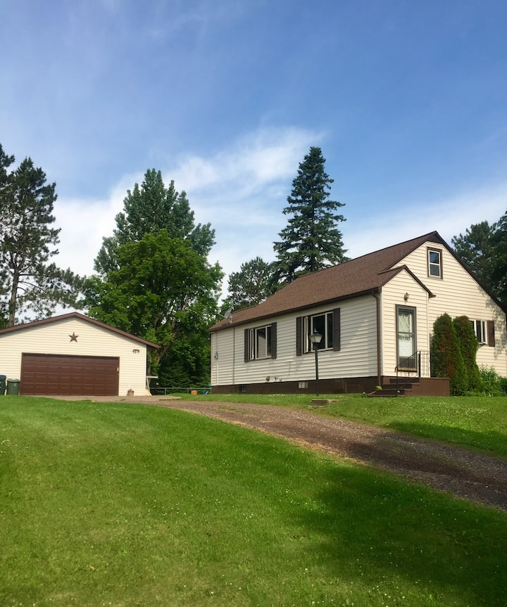 Cozy 2 Bedroom House in Cloquet