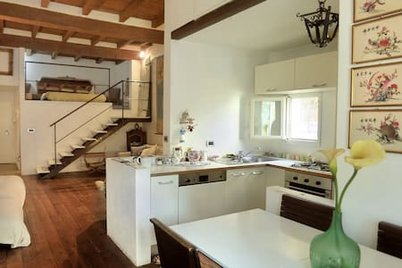 Splendid loft in the historic center - Bologna