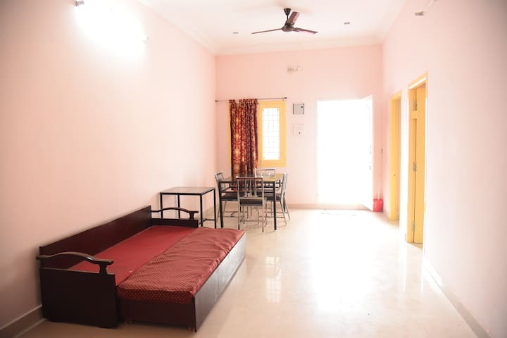 Rock View at amal's place (AC&Furnished) - Vellore - アパート
