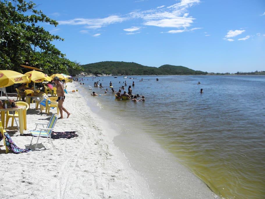 Praia do sudoeste a 3 Km do centro .