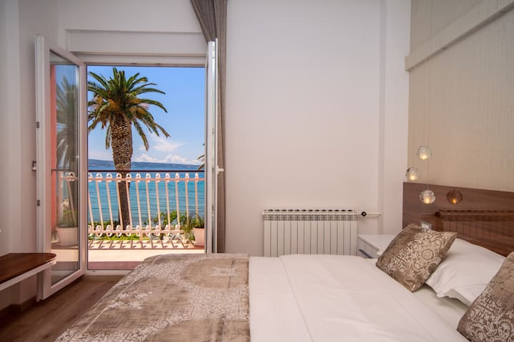 Bedroom No2 with double bed, single bed, ensuite, balcony, A/C