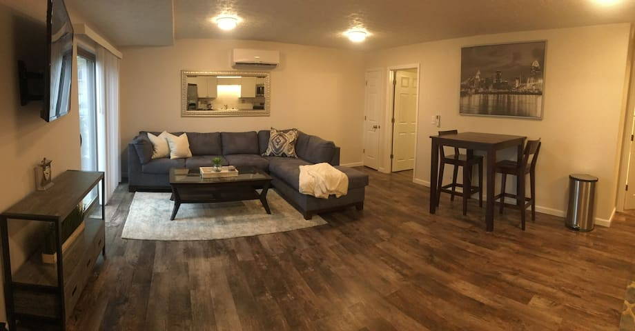 Awesome View-Stylish Interior- Minutes to Downtown