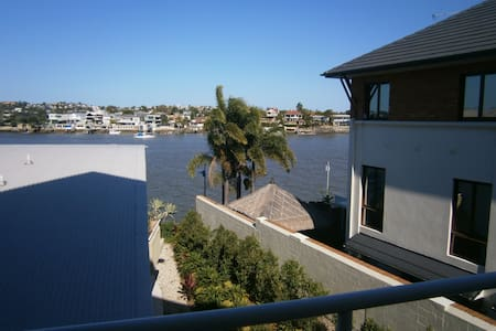 2 Bed + 2 Bath on the River - Teneriffe