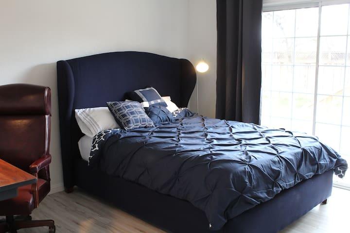 Private bedroom #6 near Stanford