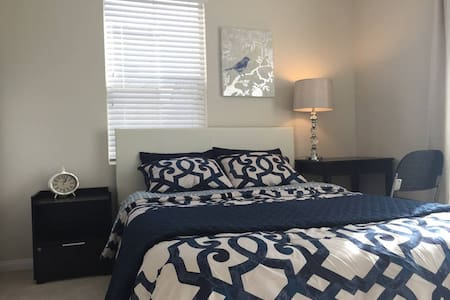 Comfortable and light room with private bathroom - Irvine