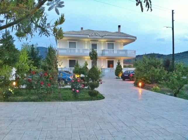 Villa Nefeli with 2 apartments