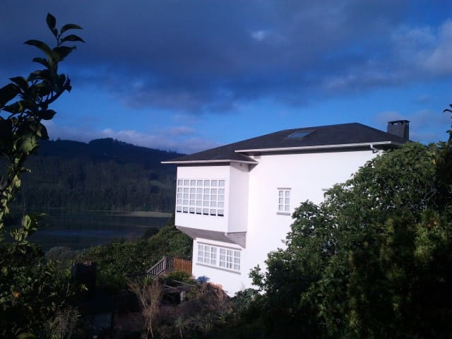 Bright attic in country house, 700m from the bay - Cedeira - Apartment
