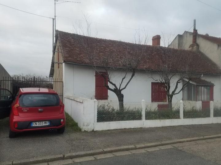 St Pourçain, maison centre ville, 3 chbr, jardin