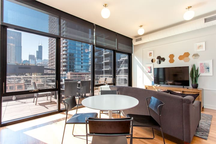 Honeycomb - Chic Duplex 1BR in trendy River North