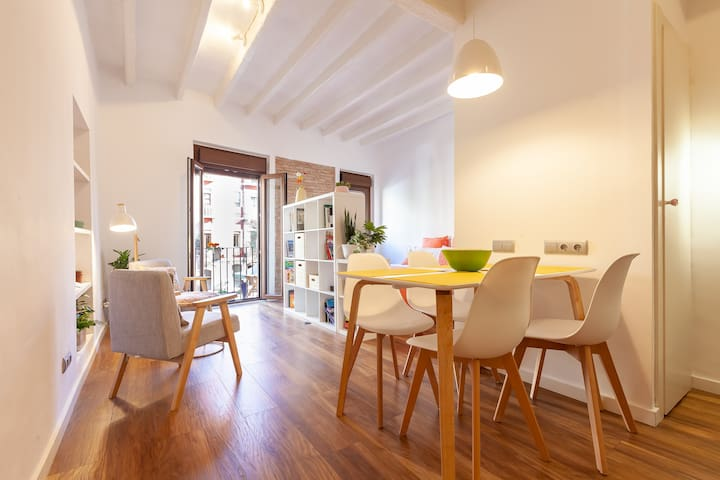 Lovely apartment at Pl Forum, Historical Center