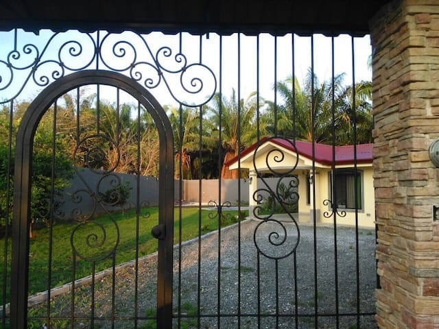 Casa Marcos - Manuel Antonio  - Huis
