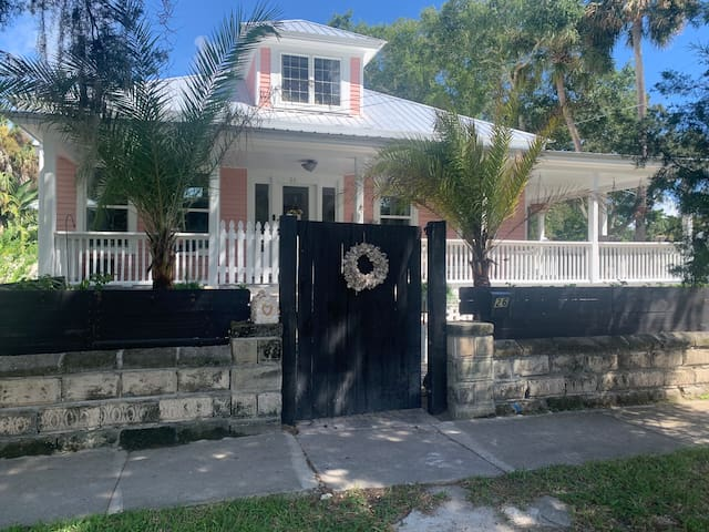 """""""The Pink House"""" Uptown St Augustine Charmer"""