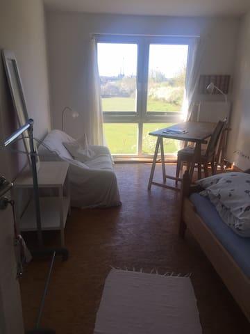 Schöne Aussicht, ruhiges Zimmer zum Garten