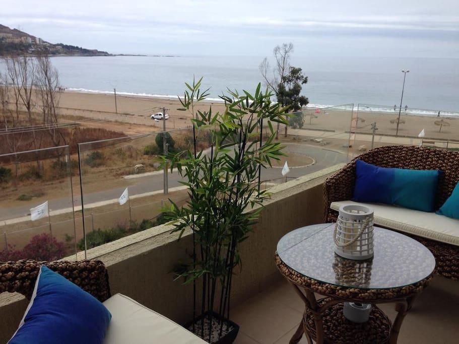 Terraza con vista al mar y a papudo