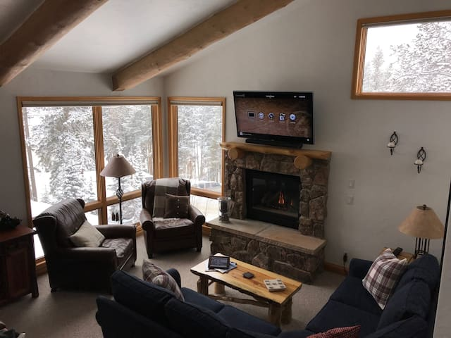 Great views, perfect location & walk to the slopes