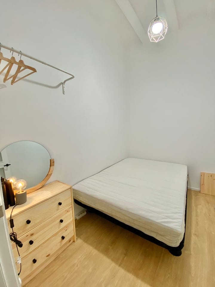 Gorgeous, cosy double room in modern apartment