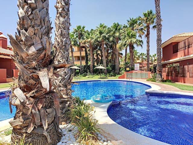 Bungalow ao lado da piscina, wifi, terraço, pátio