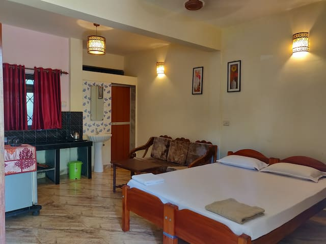 Standard AC double room Morjim Beach Kitchen WiFi