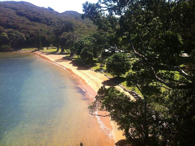 Blind Bay Waterfront Homestead - Great Barrier Island - Rumah