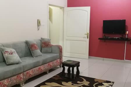 شقة ٣ غرف حمامين ومطبخ وصاله