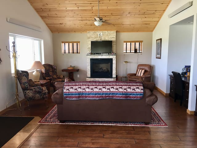 Comfortable living room with desk, gas fireplace, satellite TV and wireless internet