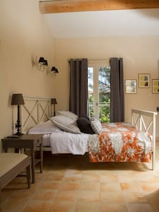 "Chambre de charme ""confort"" - Sernhac - Hotel butique"