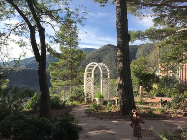 The Mayor's Cottage & Garden