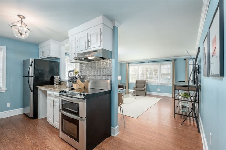 Newly Renovated and Furnished 1 Bedroom 1 Bath on the Falmouth Foreside and Walking Distance to Ocean