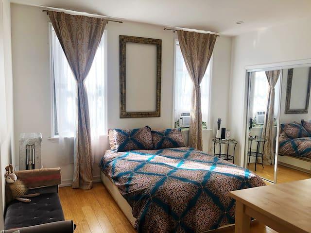 Master Bedroom w/ ensuite in Brooklyn Heights