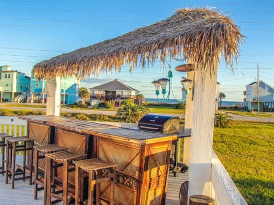 Great Tiki Bar with View and Gas grill for grilling
