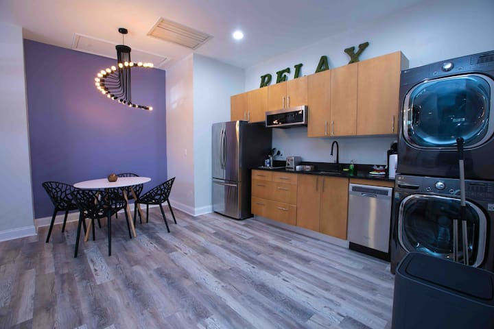 Private modern apartment 5 min parks&shopping/lake