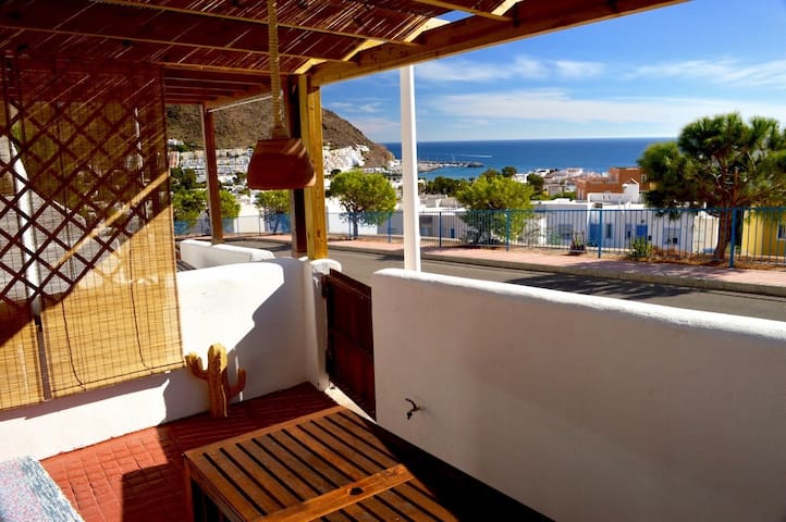 Lovely sea views for couples, 5' to the beach-Wifi