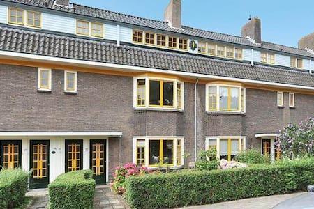 Comfortabele benedenwoning in park - Delft - Daire