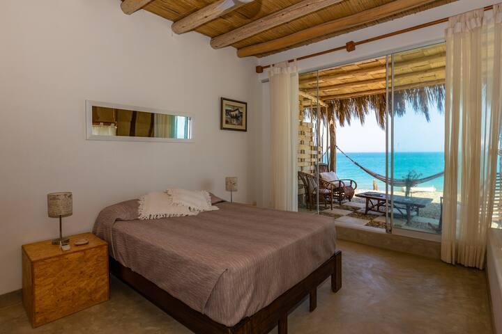 Habitación matrimonial a la orilla del mar.