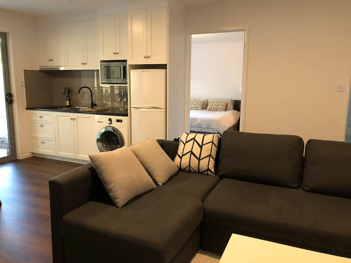 Brand new granny flat at Mt Nelson - 5km from CBD