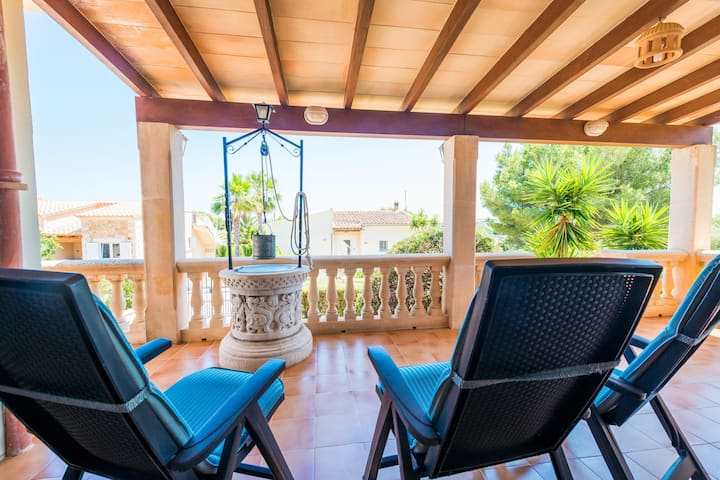 PLATO - Chalet with terrace in Cala Mandia. Free WiFi