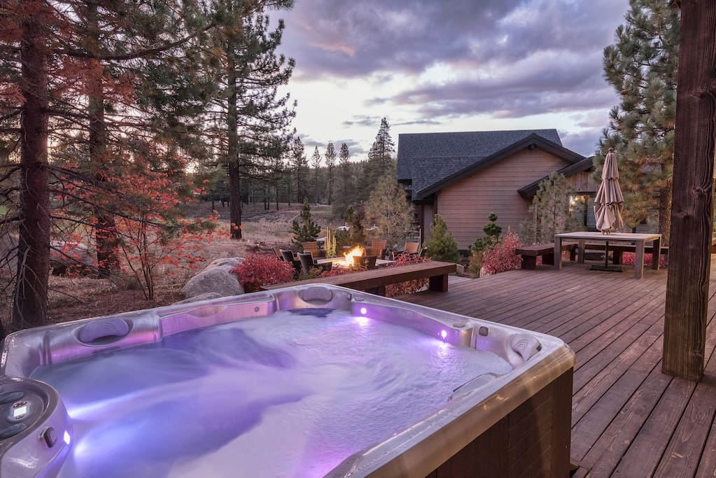 Slip into the hot tub on the back deck for instant relaxation.